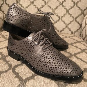 Vince Camuto Lace Up Gunmetal Oxford Flats